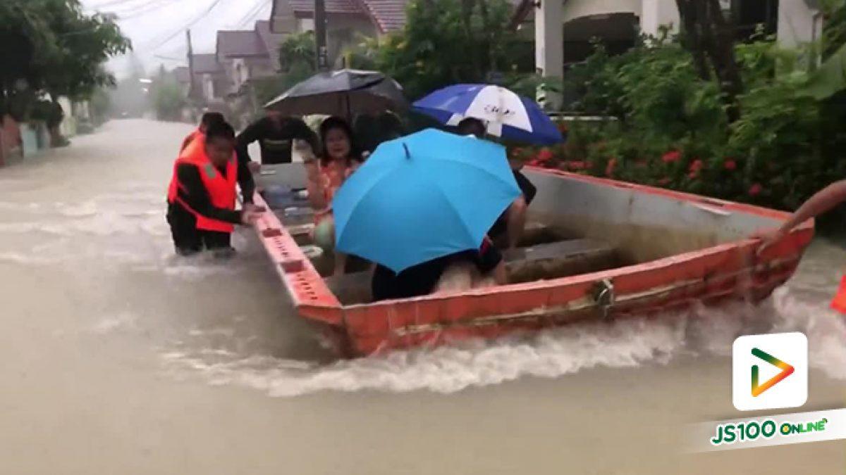แบบนี้เอง! เทคนิคเดินลุยน้ำของทหาร ช่วยชาวบ้านน้ำท่วมที่จ.มหาสารคาม #โพดุล #น้ำท่วม