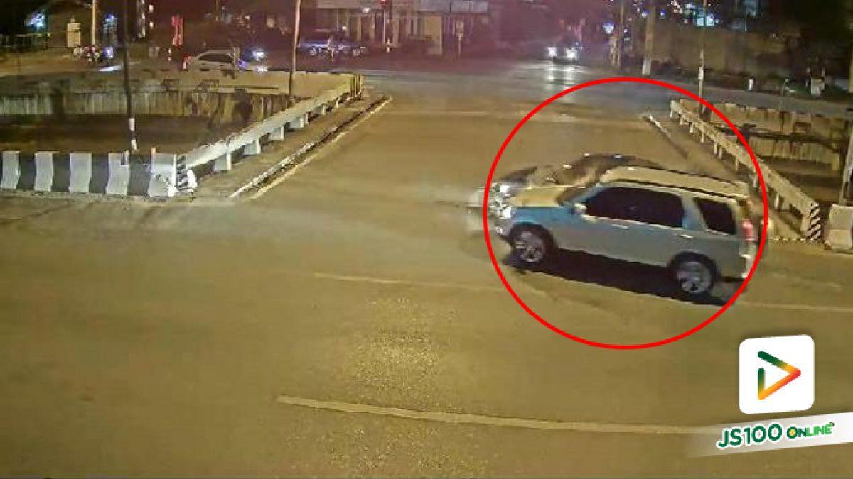 เปิดคลิปนาที รถพิธีกรดัง เซนติเมตร ชนเก๋งดำ ก่อนพุ่งตกคลองเสียชีวิต (03-01-62)