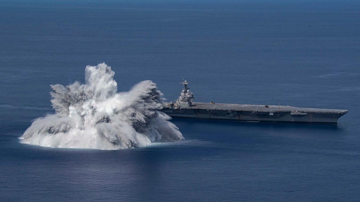 แรงระเบิดอลังการ! เมื่อ สหรัฐ ทดสอบ เรือบรรทุกเครื่องบิน Vs ระเบิดขนาด 40,000 ปอนด์