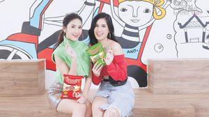 สองสาวสวยรางวัล Friendship Award by Hanami บนปก Campus Star No.68
