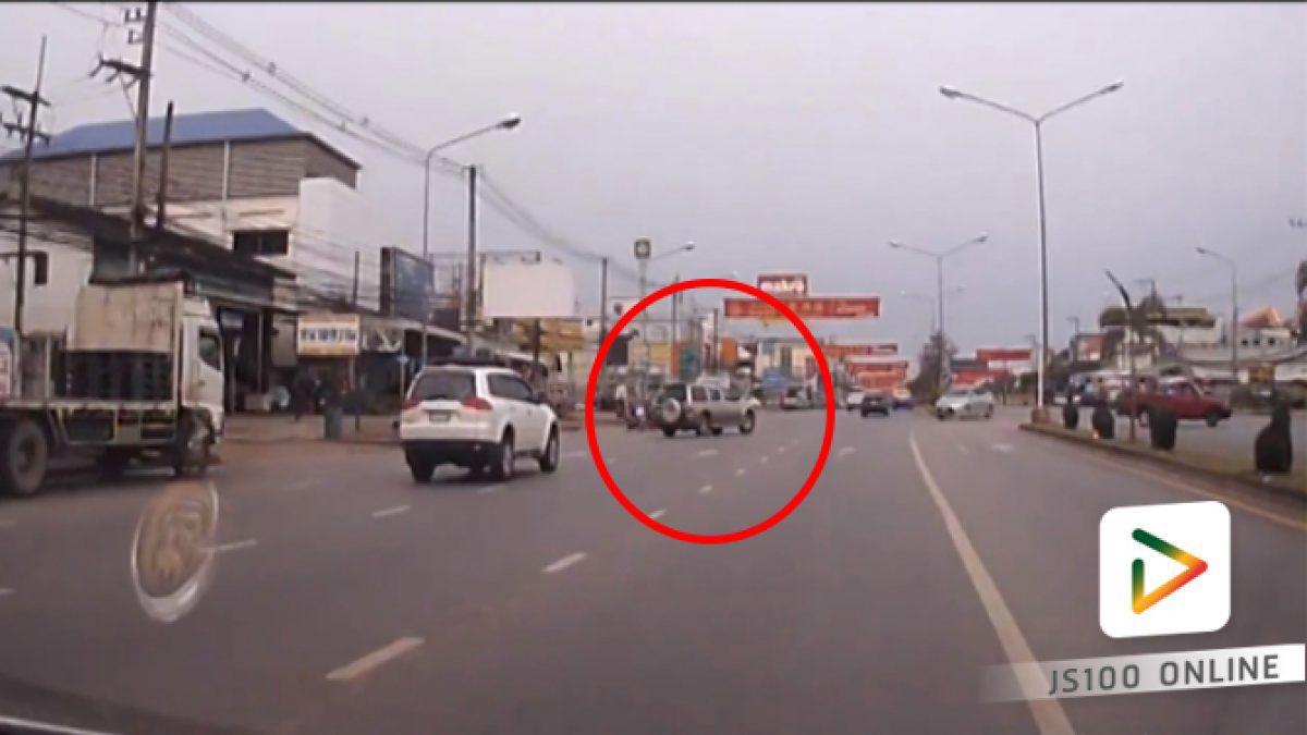 คลิปเก๋งกลับรถเลนซ้าย บริเวณหน้าตลาดเมืองทองอุดร (26-02-61)