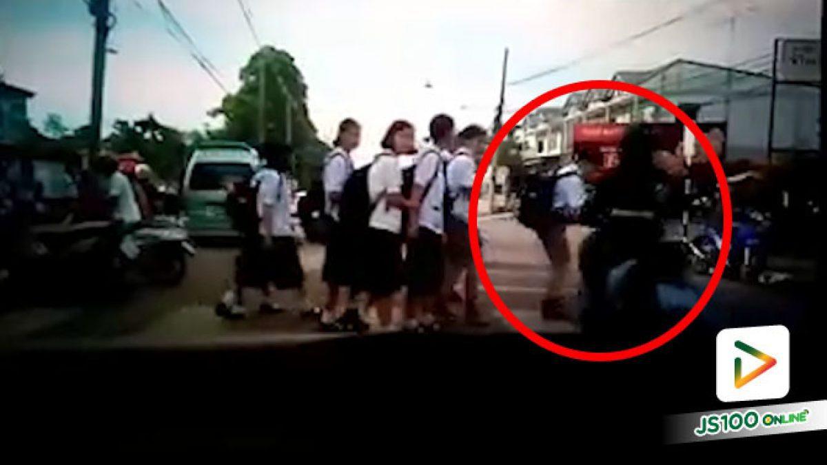 รถยนต์เบรคให้เด็กข้ามทางม้าลาย ตัวเองรีบไม่ดูอะไรยังกล้าส่ายหัวอีกนะ.. (16/09/2020)