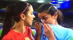 เพื่อนร่วมสถาบัน! 'มอร์แกน' เข้าปลอบ 'มิรันด้า' หลังจบเกม ฟุตบอลโลกหญิง