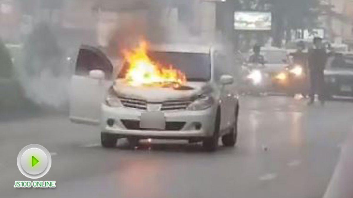 ไฟไหม้รถเก๋ง ช่วงตรงข้ามไปษรณีย์ลาดพร้าว (17-01-2561)