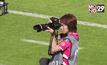 """""""ครูปอน"""" ดร.สาวผู้หลงใหลการถ่ายภาพฟุตบอล"""
