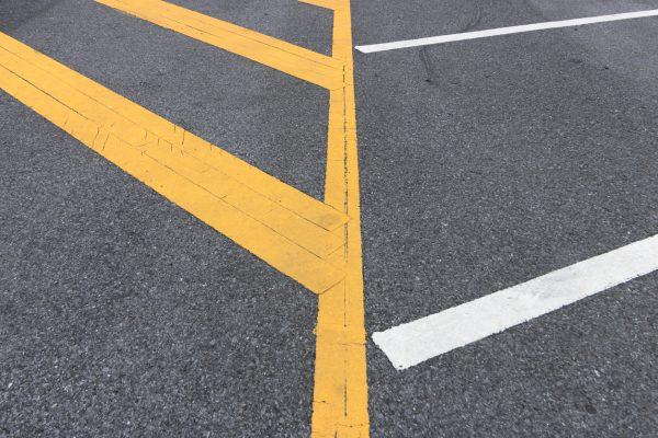 เส้นทเเยงเหลือง