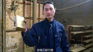 หนุ่มจีนเจ๋ง!! ทำก้อนอิฐจากฝุ่นผง เตือนคนตระหนักปัญหามลพิษ