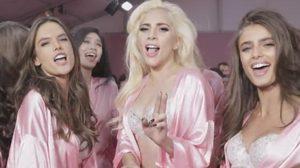 หวิว! Lady Gaga พาบุกหลังเวที แฟชั่นโชว์ชุดชั้นใน Victoria's Secret
