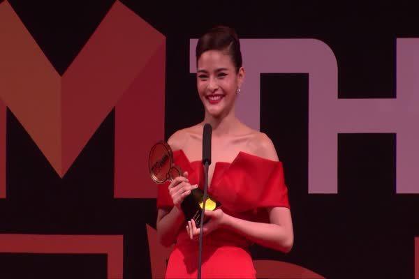 ปุ๊กลุก - ฝนทิพย์ วัชรตระกูล จากละคร เพื่อนแพง รับรางวัล Top Talk About Actress 2016