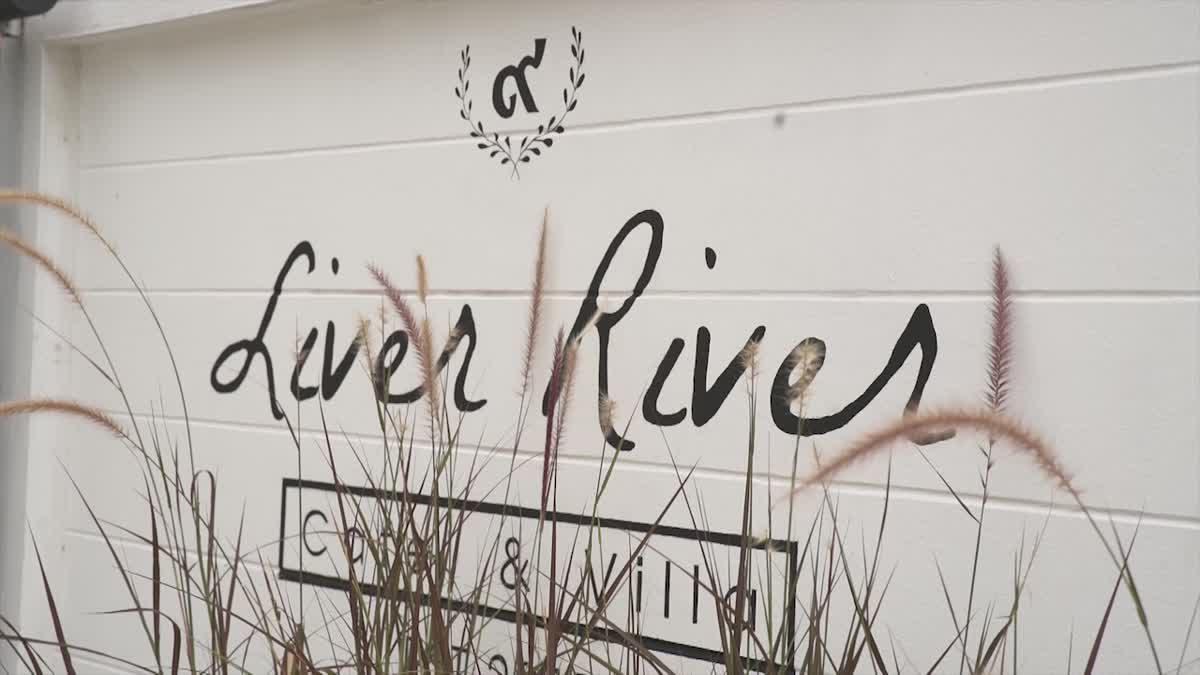 4 สาวแนะนำร้านฮิต อยากจีบสาวติดต้องพามา Liver River Cafe' and Villa ร้านอาหารติดแม่น้ำเจ้าพระยา