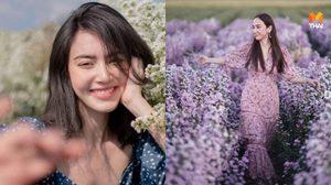30 ไอเดีย โพสท่าถ่ายรูปกับทุ่งดอกไม้ ยังไงให้ดูชิคๆ ได้รูปสวยๆ ไปลงโซเชียล