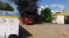ลุ้นระทึก! นาทีไฟไหม้รถยนต์ยี่ห้อดังภายในปั๊มน้ำมัน วอดเสียหายเกือบทั้งคัน