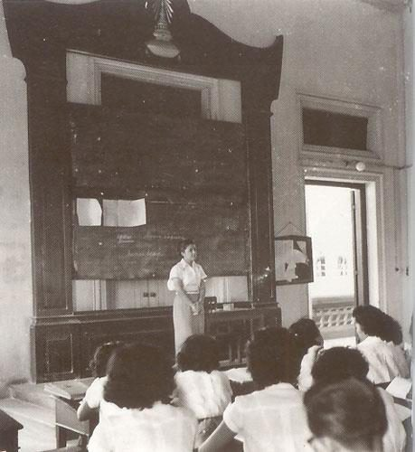 บรรยากาศการเรียนในห้องเรียนของนิสิตในช่วงระยะเวลาก่อนปี 2500