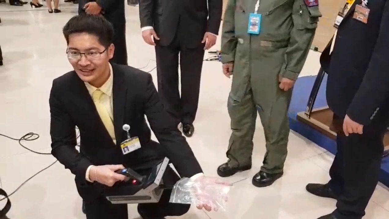 'มงคลกิตติ์' พก TNT เข้าสภา พบเครื่องสแกนตรวจจับระเบิดไม่ได้