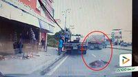 ญาติผู้เสียหายตามหาผู้เห็นเหตุการณ์!! หญิงขี่รถจยย. ถูกรถบรรทุก 18 ล้อ เฉี่ยวชนล้ม บาดเจ็บสาหัส