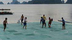 เดอะซันยกสนามเกาะ ปันหยี ติด 1 ใน  11 สนามบอลน่าเล่นสุดในโลก