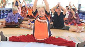 ยายบัวสอน วัย81ปี เล่นโยคะรักษาอัมพาต ชุมชนยก ยายบัวสอนแห่งแรงบันดาลใจ