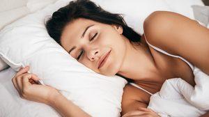 หมดปัญหานอนไม่หลับ! 15 วิธีทำให้นอนหลับสบาย ผ่อนคลายทั้งคืน