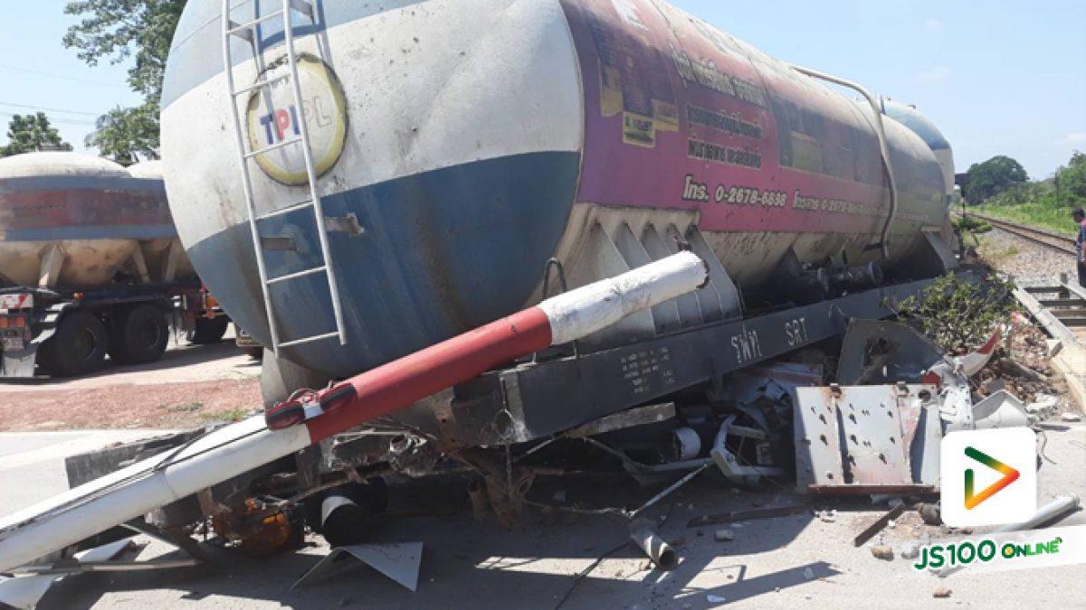 รถไฟบรรทุกปูนผงเสียหลักตกราง! บริเวณจุดตัดทางข้ามรถไฟถนนบึงพระ อ.เมือง จ.พิษณุโลก (15-05-61)