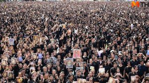 ประชาชน ร่วมร้องเพลงสรรเสริญพระบารมี ราว 3 แสนคน