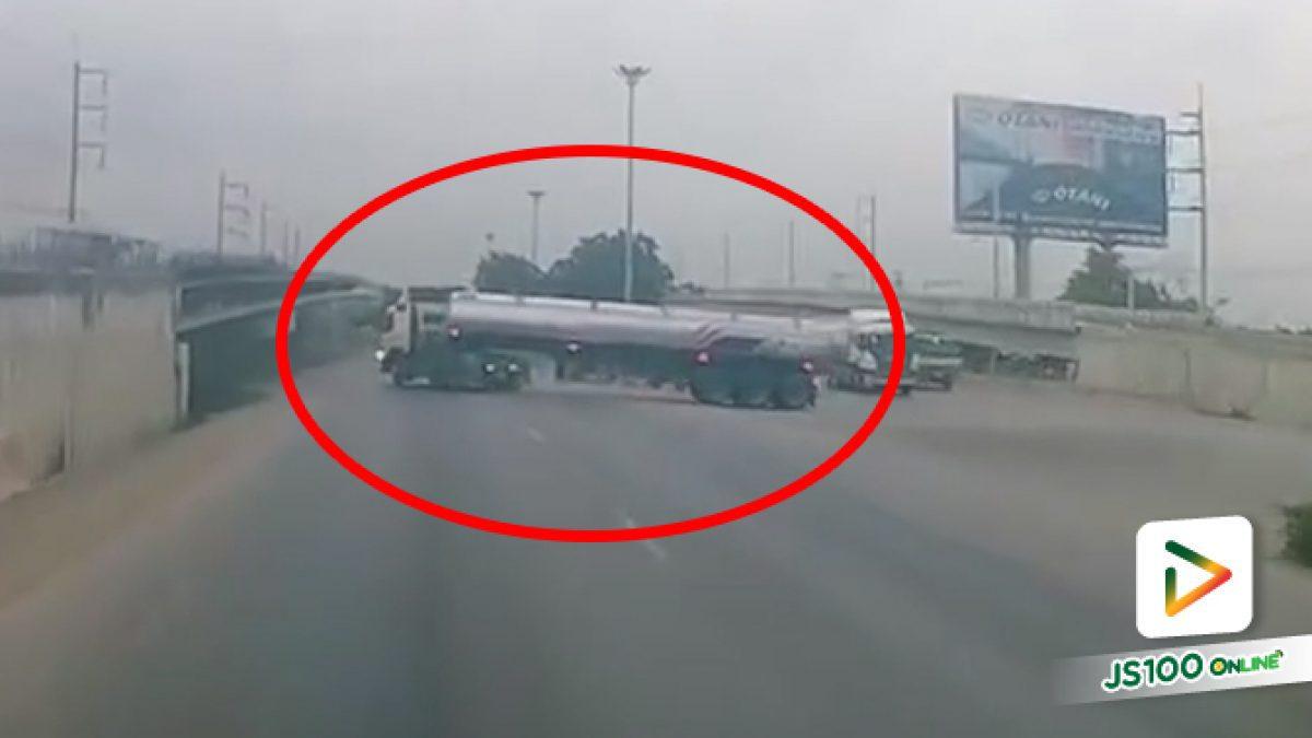เมื่อรถบรรทุกเจอรถบรรทุกกลับรถ ถอนคันเร่งหาเบรคแทบไม่ทัน