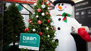 """""""บ้านแอนด์บียอนด์"""" และ """"ไทวัสดุ"""" เปิดจองต้นคริสต์มาส ของจริง"""