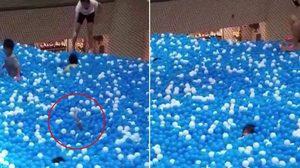 บ้านบอลก็อันตราย! หลังแม่ลูกจมหาย ทำหายใจเกือบไม่ออก ขณะเข้าไปเล่น