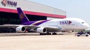 เครื่องบินการบินไทย ไถลออกนอกรันเวย์ที่ภูเก็ต โชคดีไร้เจ็บ