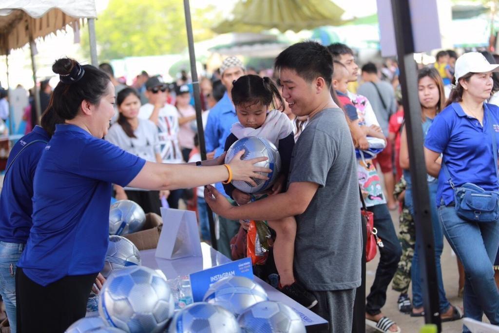 คิง เพาเวอร์ ไทย เพาเวอร์ พลังคนไทย เปิดโลกแห่งความสนุก สร้างแรงบันดาลใจด้านกีฬา แจกลูกฟุตบอลแสนลูก ฉลองวันเด็ก ปี 62