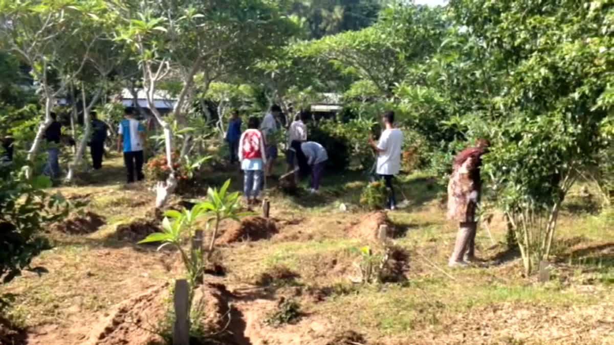 เริ่มแล้ว 'ฮารีรายอ' ชาวไทยมุสลิมเมืองคอน ร่วมพัฒนาทำความสะอาดสุสาน