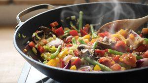 7 วิธีง่ายๆ ขจัดกลิ่นอาหาร ในห้องครัวให้อยู่หมัด
