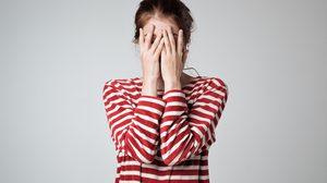 เช็กให้ครบ! 5 พฤติกรรมสุดยี้ ของผู้หญิง สวยแค่ไหนก็ไม่โอเค