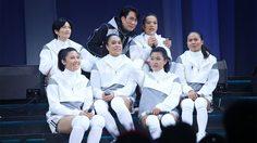 เซอร์ไพรส์! 6 นักตบลูกยาวสาวไทยโผล่แจมคอนเสิร์ต เบิร์ด ธงไชย