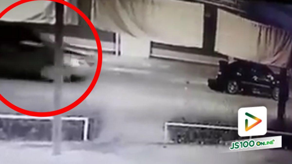 ขับหลบหนีหรือเปล่า!!..เหตุรถกระบะขับชนกับรถเก๋งที่จอดอยู่ (29-03-61)
