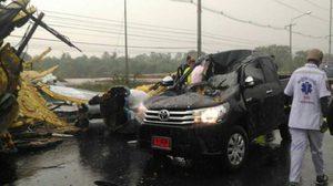 พิษพายุฤดูร้อน พัดป้ายพังถล่มทับรถที่ลพบุรีตาย 1 เจ็บ 4