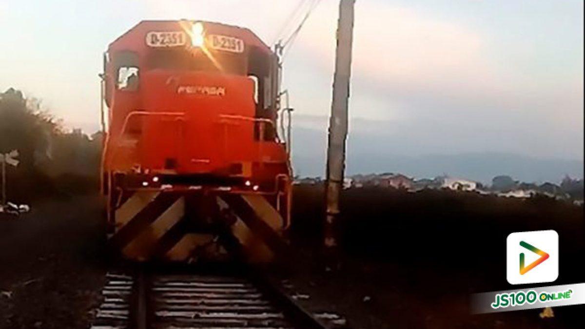 คลิปนาทีเฉียดฉิวรถไฟเบรกฉุกเฉินเพราะเห็นสุนัขถูกล่ามโซ่กับราง เหตุเกิดที่ต่างประเทศ (25-06-62)