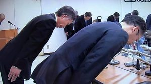นาทีนายตร.ระดับสูงญี่ปุ่น คำนับขอโทษ ปมลูกน้องฆ่าลูก-เมียตัวเองดับ