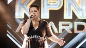 กระหึ่มทั้งฮอลล์! พลังเสียงสุดสะท้านของ ก้อย ชิดชนก ใน KPN Award 25th