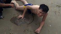 โดนที่อื่นจะไม่ว่าเลย!! หนุ่มจีนโดนหางหนาม ปลากระเบน แทงเข้าไปที่กระปู๋เต็มๆ