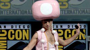 ปีนี้ เอซรา มิลเลอร์ แต่งตัวเป็นอะไรในงาน Comic-Con
