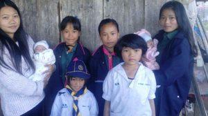 วอนบริจาคช่วยเด็ก 8 คน แม่ตายหลังคลอดลูกแฝด ใช้ชีวิตยากลำบาก