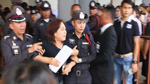หญิงชาวขอนแก่น พยายามฝ่าประตูเข้าพบ นายกรัฐมนตรี ขอความช่วยเหลือ