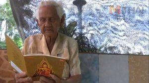กดไลค์!! ยายวัย 89 ปีสุดเจ๋ง สุขภาพแข็งแรง อ่านออก-เขียนได้โดยไม่ต้องใส่แว่น