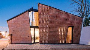 แบบบ้านทรงแปลกบ้านแนวโมเดิร์นจากโครงสร้าง อิฐแดง