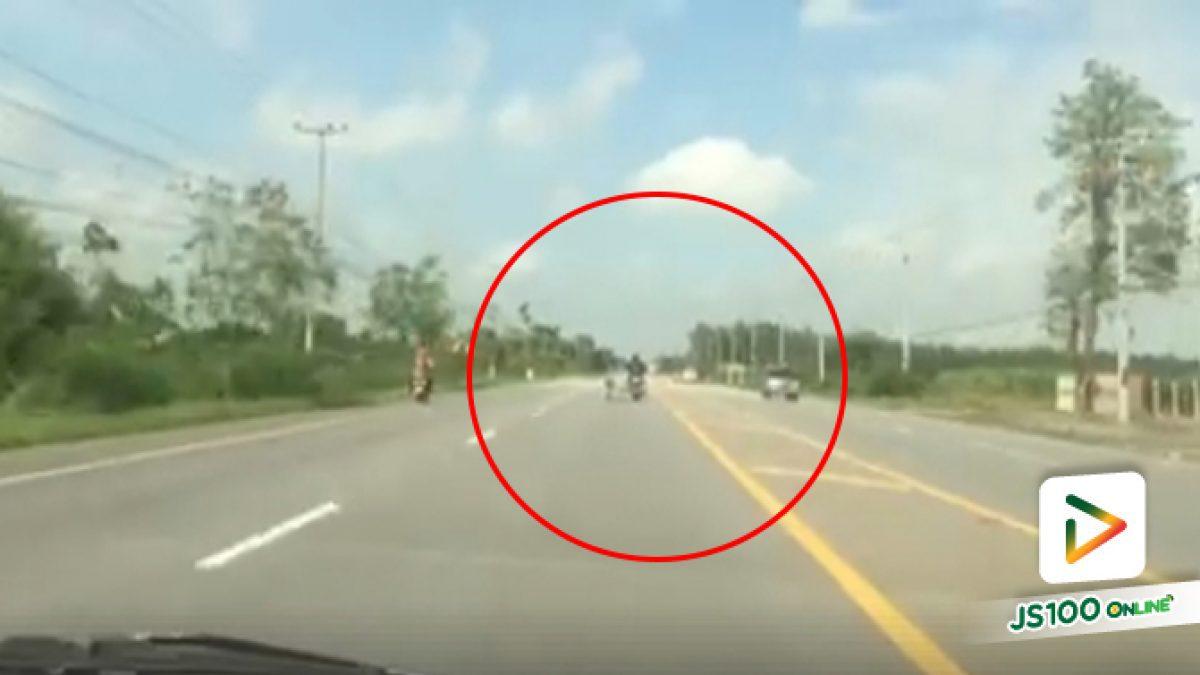 คลิปรถยนต์ขับรถตามรถจยย.พ่วงข้างไม่ทัน (14-05-61)