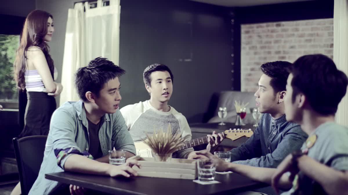 กึ่งยิงกึ่งผ่าน - FUSE [Official MV]