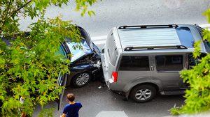 5 สิ่งที่ต้องทำทันทีเมื่อ รถโดนชน รู้ไว้ก่อนทั้งผู้ขับ และคู่กรณี