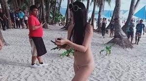 นทท.สาว ถูกจับ เหตุใส่บิกินีตัวจิ๋ว เดินริมหาด