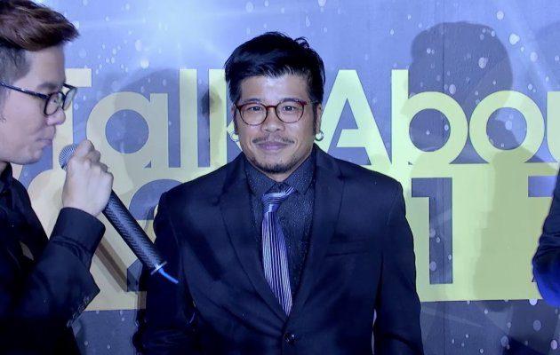 ก้องเกียรติ โขมศิริ  เดินพรมแดง ในงานประกาศผลรางวัล MThai Top Talk-About 2017