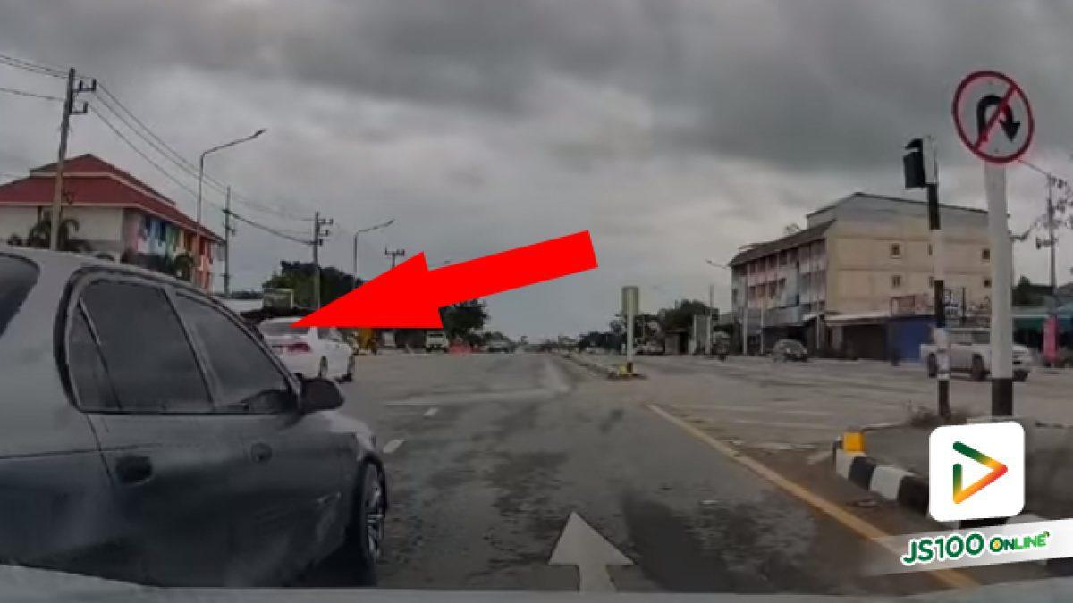 อยู่ซ้ายจะกลับรถเลยปาดมา แต่ไม่เห็นป้ายเหรอว่าตรงนี้ห้าม.. (13/05/2021)